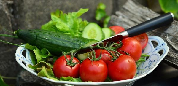 Zelenina, salát s mátou