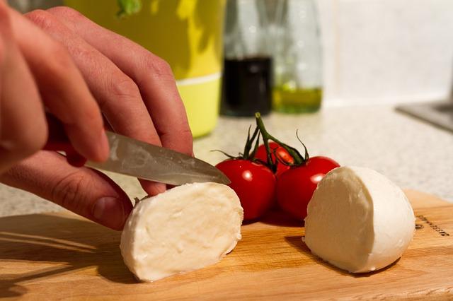 Mozarella, capresse salát
