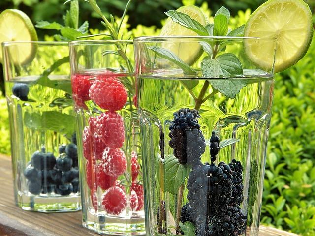Voda ochucená ovocem
