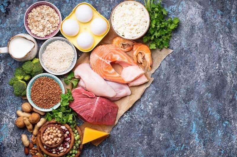 V období zásahu se doporučuje konzumovat potraviny s vysokým obsahem proteinů.