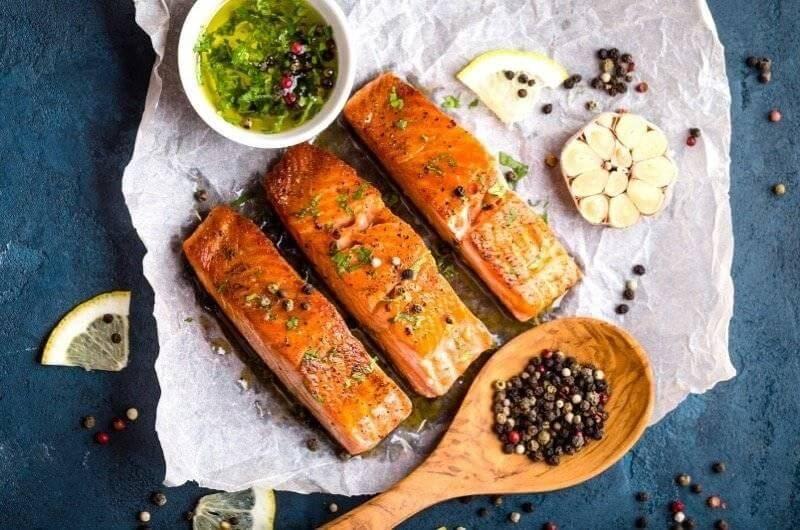 Filety z lososa jsou velmi lehkou a chutnou večeří.