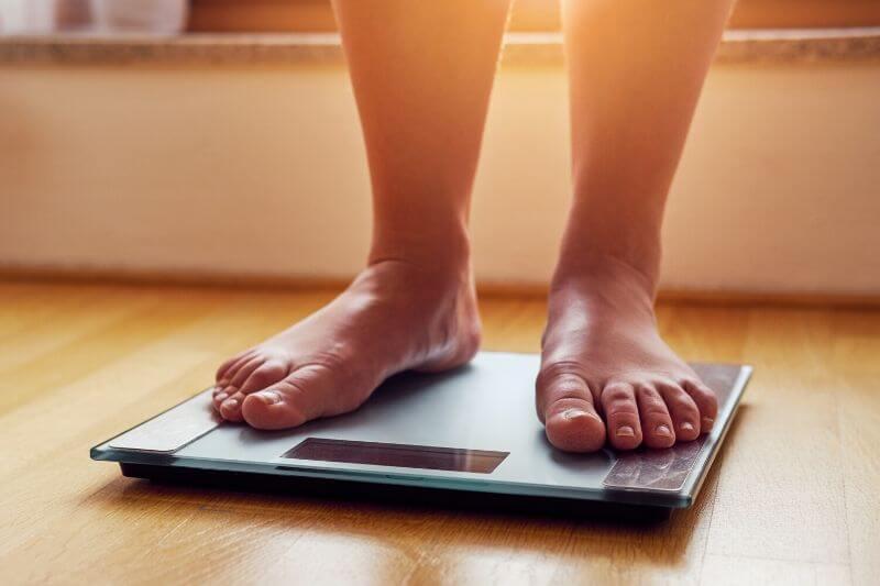 Během ketózy máte menší chuť na jídlo, což také přispívá k úbytku hmotnosti.