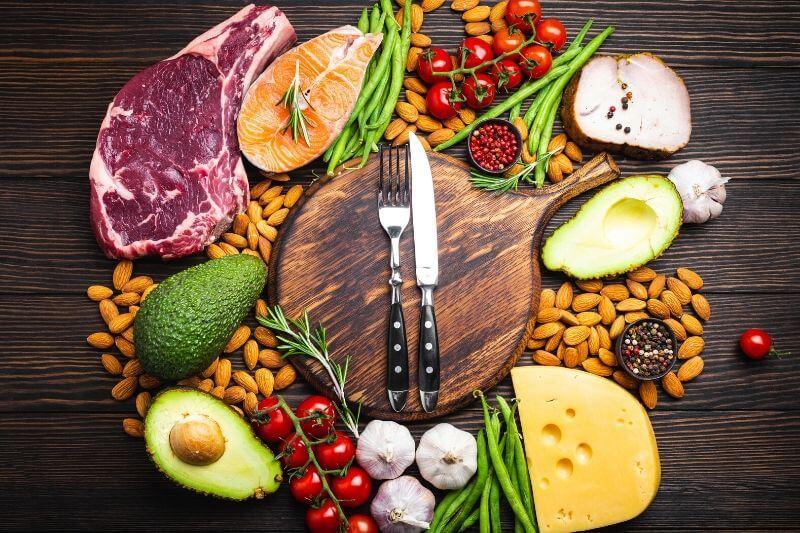 V keto stravě dominují tuky, ale i bílkoviny.