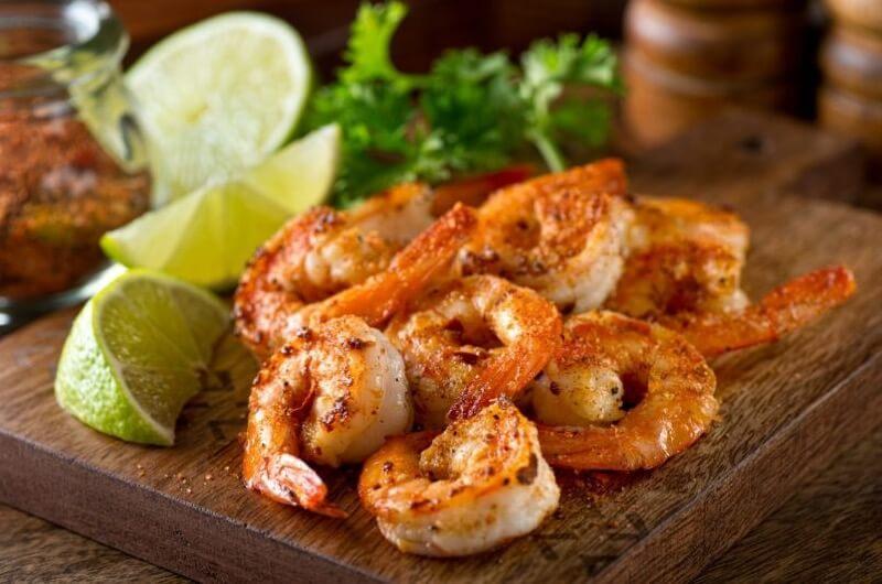 Krevety jsou zdravou pochoutkou, kterou lze připravit na několik různých způsobů.