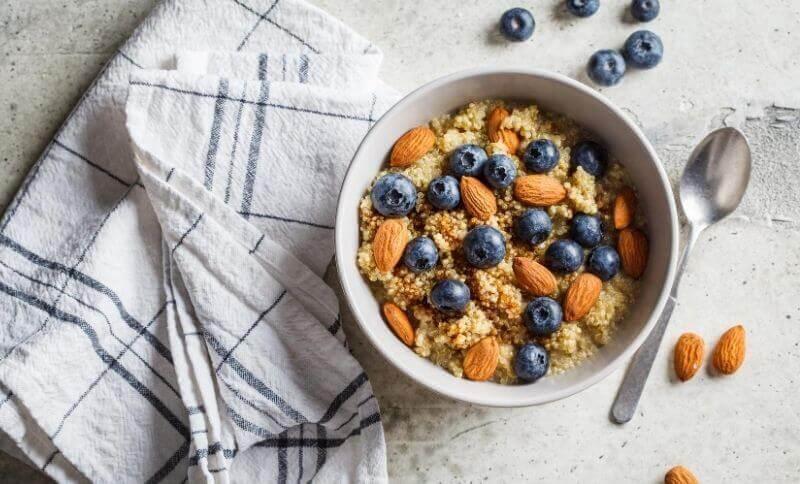 Zdravé snídaně, které obsahují potraviny bohaté na polysacharidy, vzhledem k čemu jsou vhodné i při hubnutí.