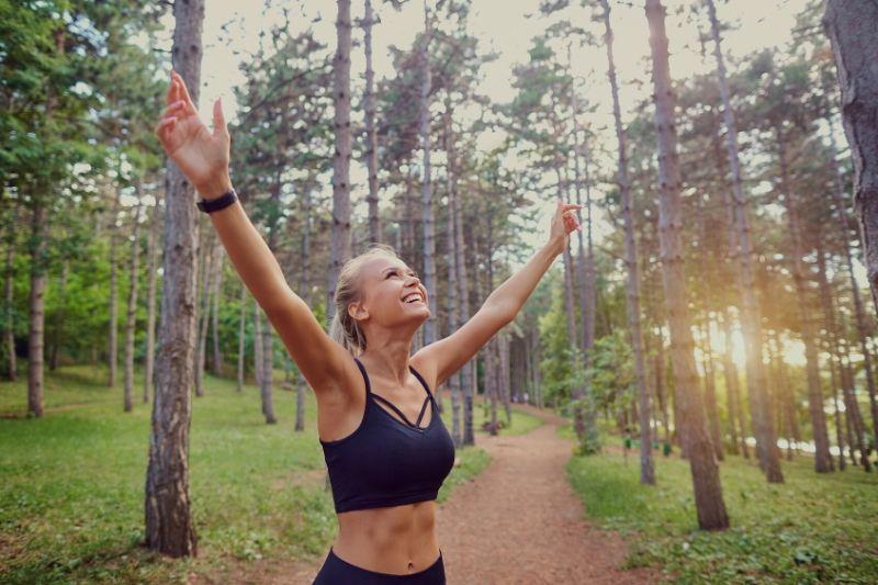 I přesto, že omezíte sacharidy, stále se cítíte plný energie.