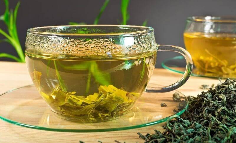 Pokud chcete zhubnout přírodní cestou zkuste zelený čaj, který podporuje úbytek hmotnosti.