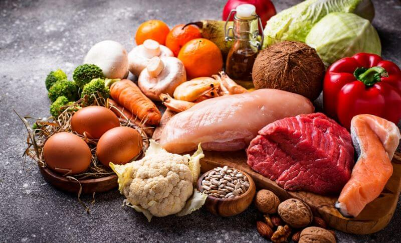 Whole30 klade do popředí maso, vejce, ovoce, zeleninu