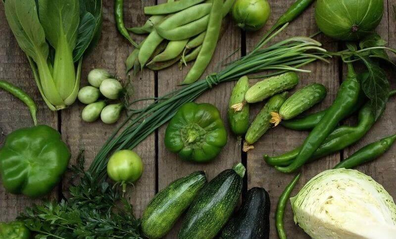 Upřednostněte zelenou zeleninu, která má nižší podíl sacharidů.