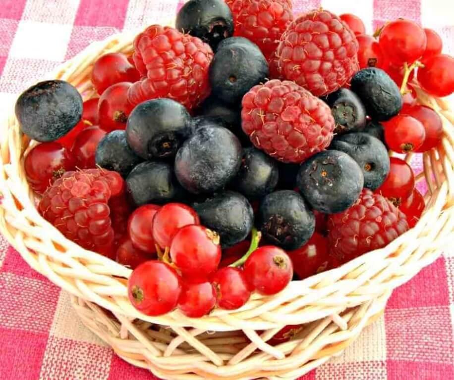 Červené ovoce také pomáhá zpomalovat projevy stárnutí a stimuluje tvorbu kolagenu