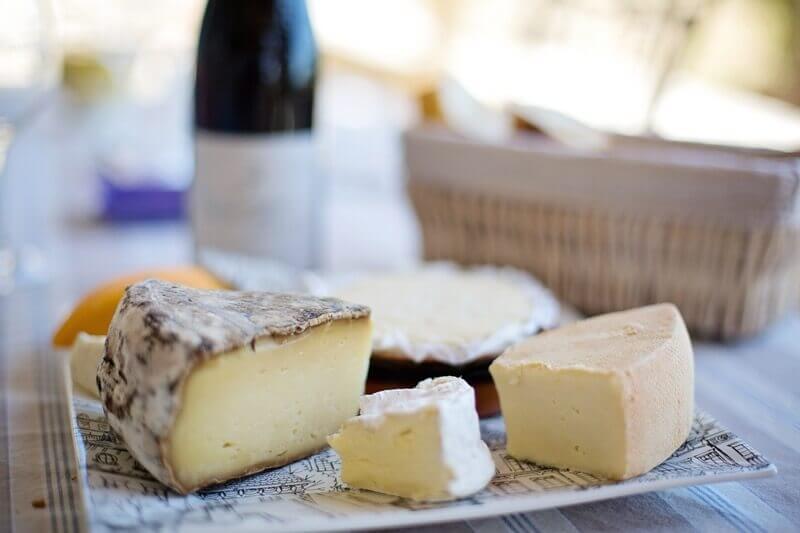 Keto dieta umožňuje jíst velké množství sýrů