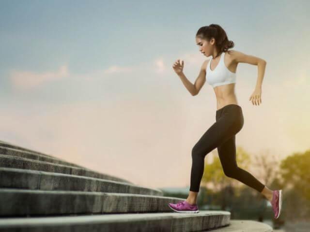 Pokud posilování není váš šálek kávy, kardio cvičení je také dobré