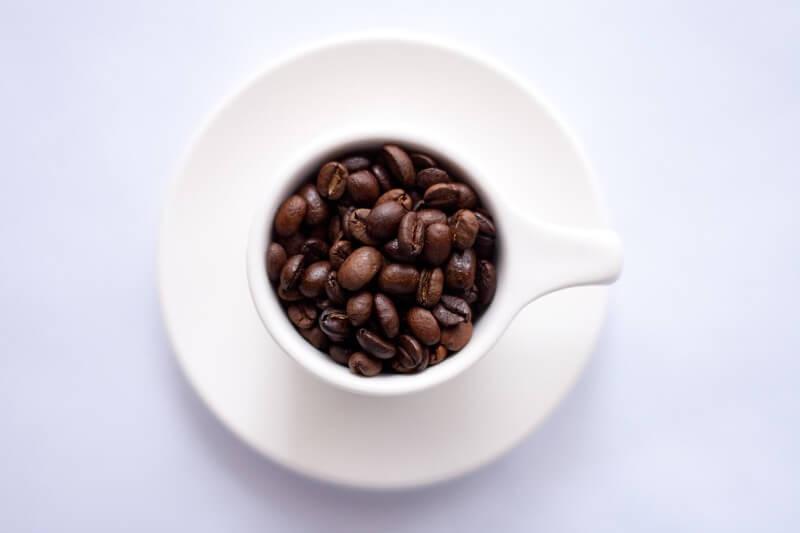 Káva je při nízkosacharidové dietě vhodná pouze pokud do ní nepřidáte cukr.