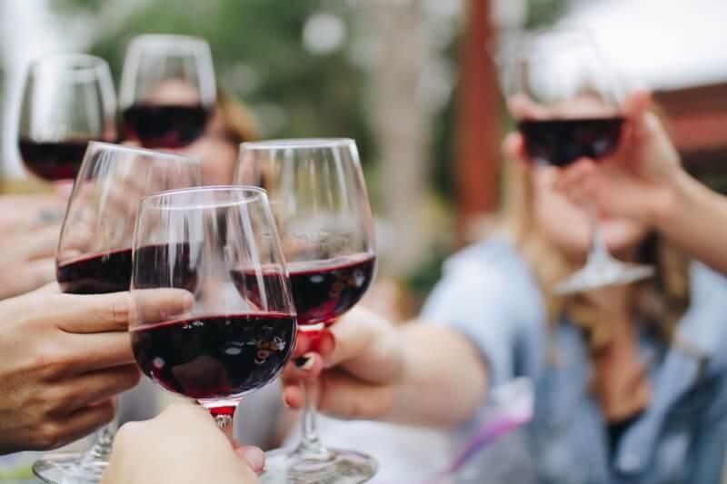 V malém množství je přípustné i kvalitní červené víno