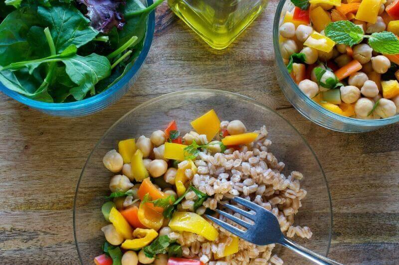Váš jídelníček by měl obsahovat živočišné i rostlinné bílkoviny.