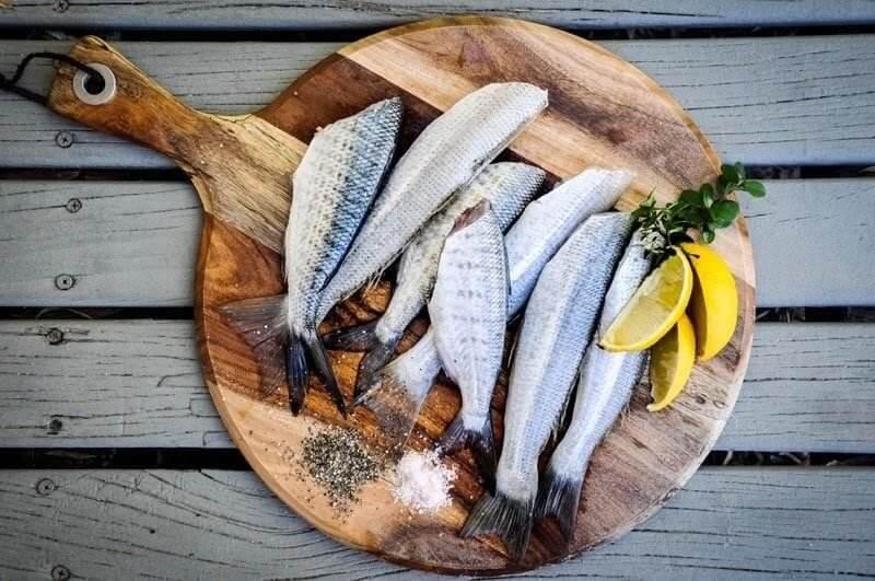 Při paleo dietě se dostávají do popředí čerstvé ryby