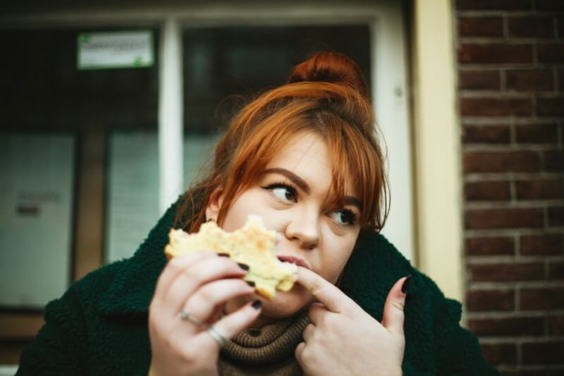Proteinová dieta podporuje pocit zasycení a potlačuje hlad.