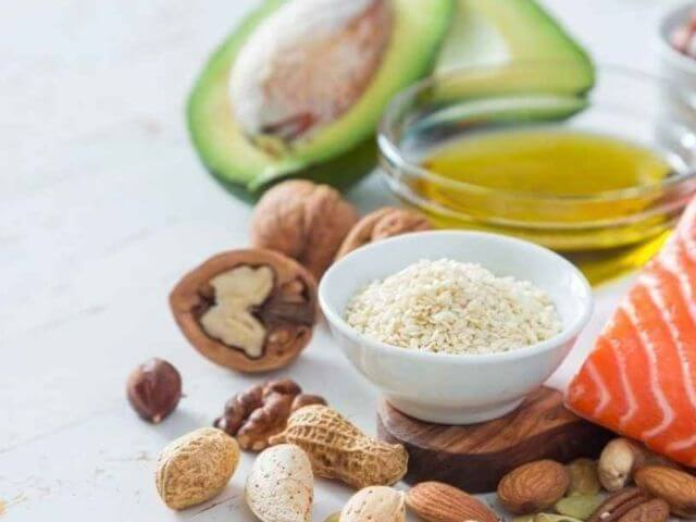 Konzumujte především nenasycené tuky, které jsou zdravější